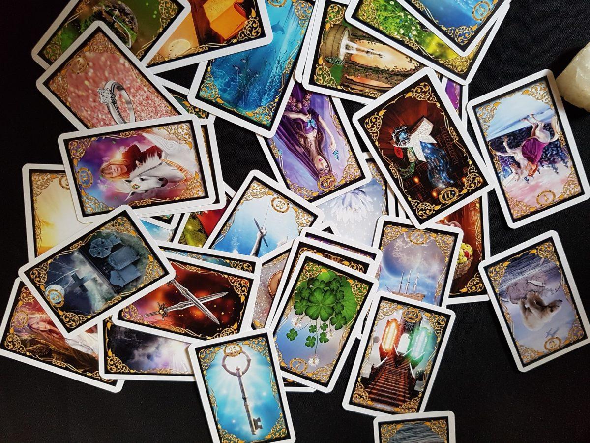 Verschiedene Formen des Kartenlegens